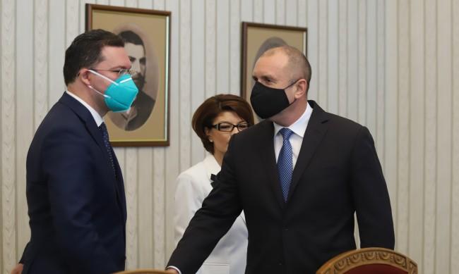Атанасова към Радев: Ще върнем мандата, отговорността сега е ваша