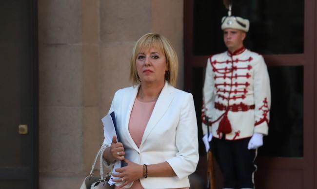 Манолова: При когото и да отиде мандатът, ще положим усилия за кабинет