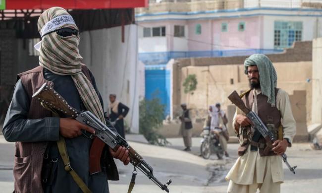 Българин, опитващ се да избяга от Афганистан: Обстановката беше меко казано критична