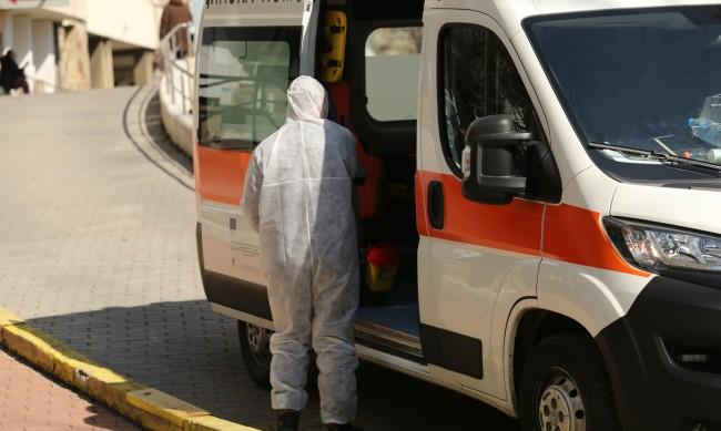 1387 са новите случаи на коронавирус, растат настанените в болници