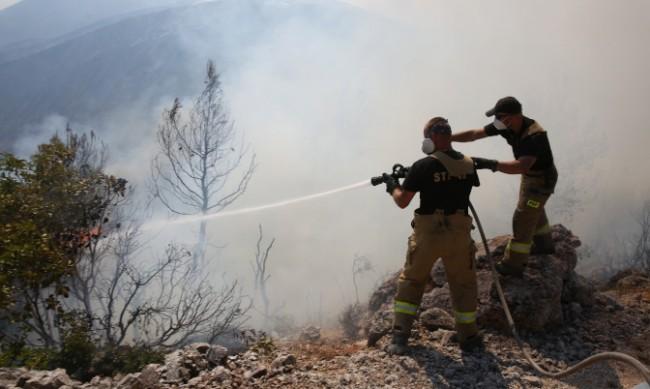 Пети пореден ден голям пожар гори край Атина