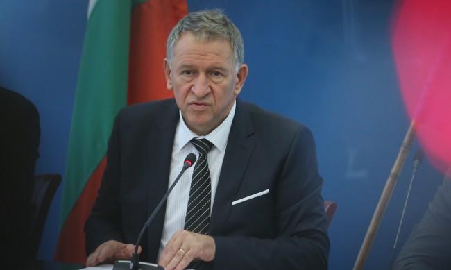Кацаров не разбира: Даваме не ограничителни, а стимулиращи мерки!
