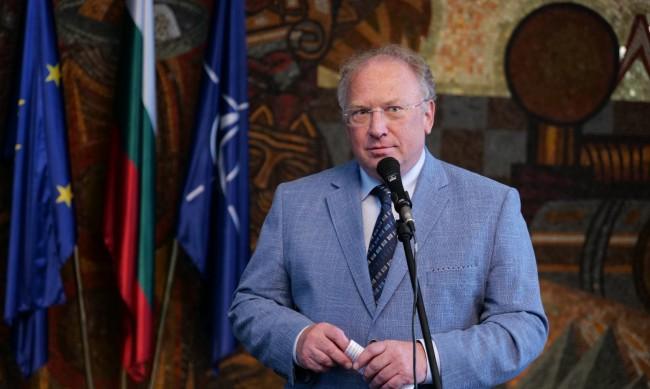 Министър Светлан Стоев пред НАТО: Ще приемем до 70 афганистанци