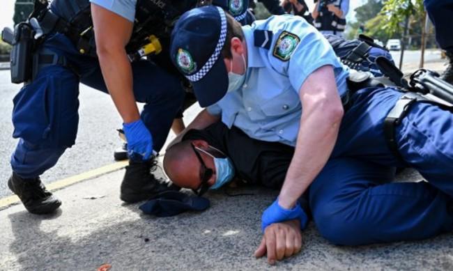 Арестуваха стотици протестиращи  срещу мерките в Австралия