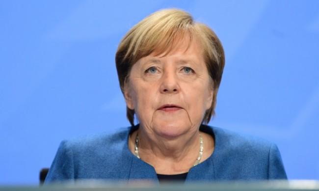 Меркел в Украйна за последно в ролята си на канцлер