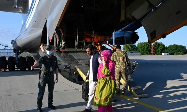 Евакуиран българин: Хаосът в Кабул настъпил само за ден