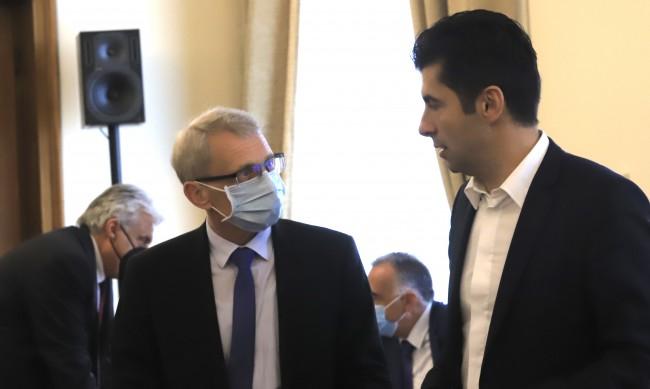 Фондацията на Петков и Денков не е получила и лев от държавата