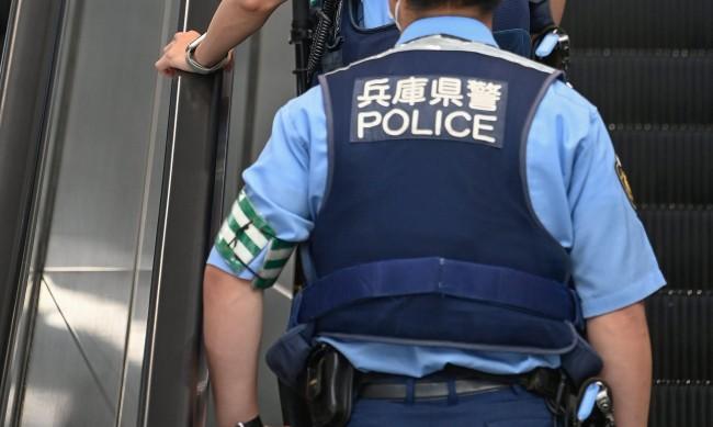 Нападение с киселина в метрото на Токио, двама са пострадали