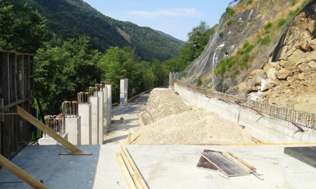 Половината от тунела при свлачището към Рилския манастир е завършен