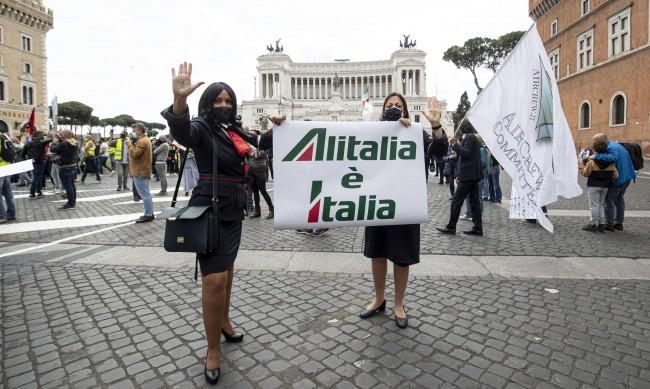 Закриват Alitalia, полетите спират на 15 октомври