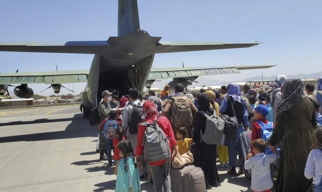 Предупреждения за терористични атаки на летището в Кабул