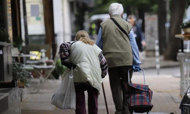 Манолев: Увеличават пенсиите за да бъдат хората над прага на бедността