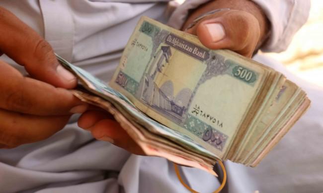Протест в Кабул срещу закриването на банките в Афганистан