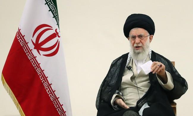 Али Хаменей: САЩ са източникът на кризи в Афганистан