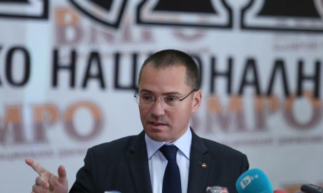 Джамбазки реагира остро с гаврата на българското знаме в Битоля