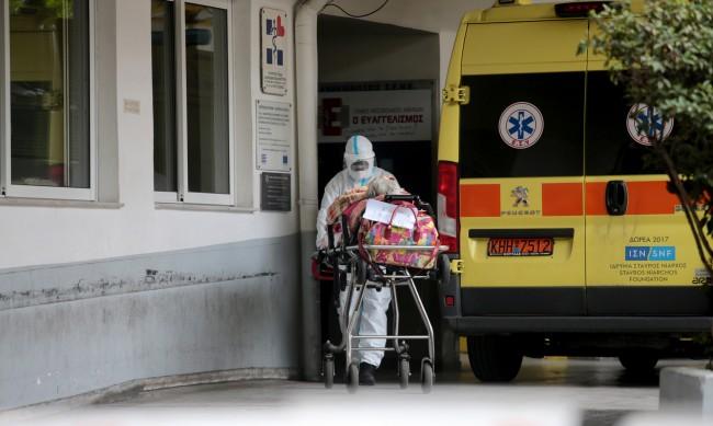 10 000 медици в Гърция отстранени от работа, не са ваксинирани