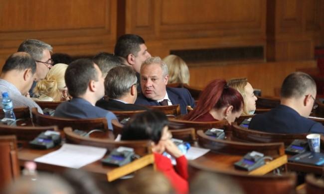 Депутатите ще заседават извънредно заради бюджетите
