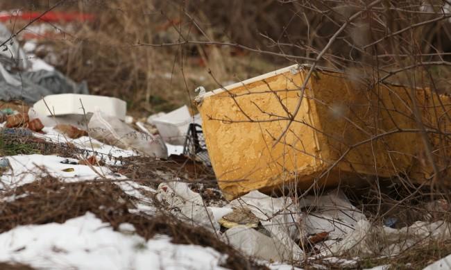 """Все повече отпадъци на """"сметището"""" край Мала църква"""
