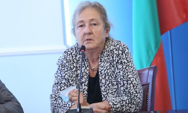 Проф. Кожухарова: МЗ се провали в кампанията за ваксинация