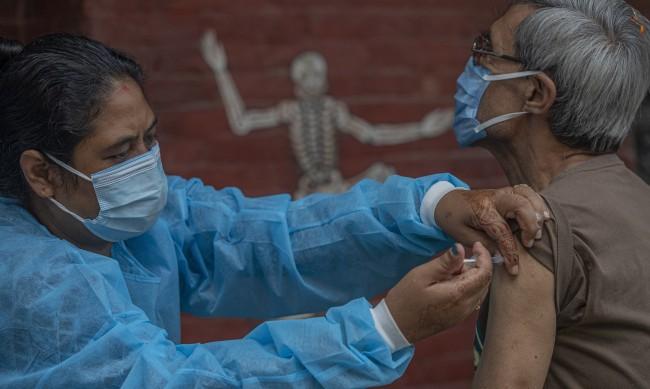 Трети смъртен случай след замърсена ваксина