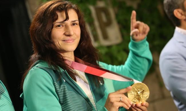 Олимпийската шампионка Стойка Кръстева окачи ръкавиците