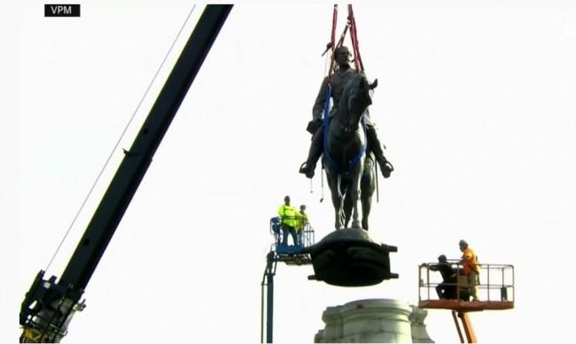 В САЩ махнаха статуя на генерал от Конфедерацията заради расовите вълнения