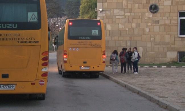 Преди старта на учебната година, проверяват училищните автобуси