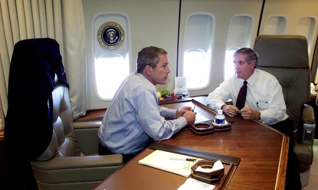 Андрю Кард: Мъжът, който съобщава на Джордж Буш, че Америка е атакувана