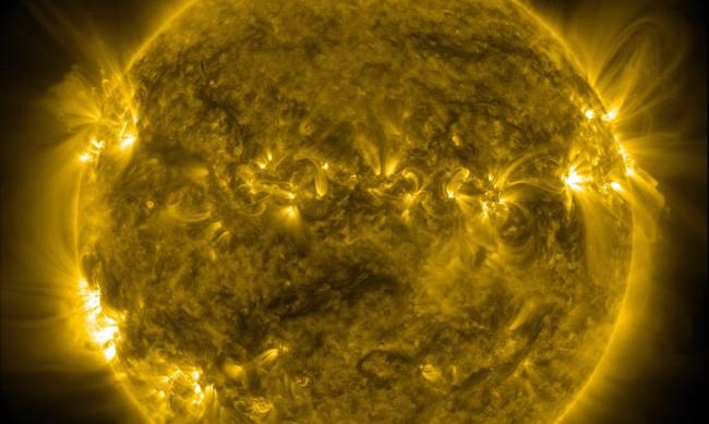 Интернет апокалипсис възможен при слънчева буря, щетите – за милиарди