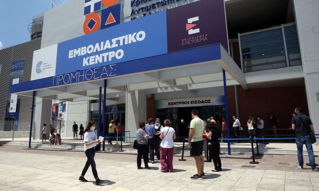 В Гърция одобриха трета доза за уязвимите и 60+ години