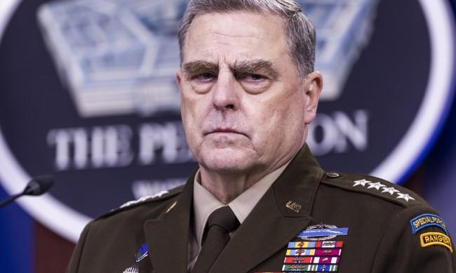 Най-високопоставеният US генерал се опасявал Тръмп да не разпали война