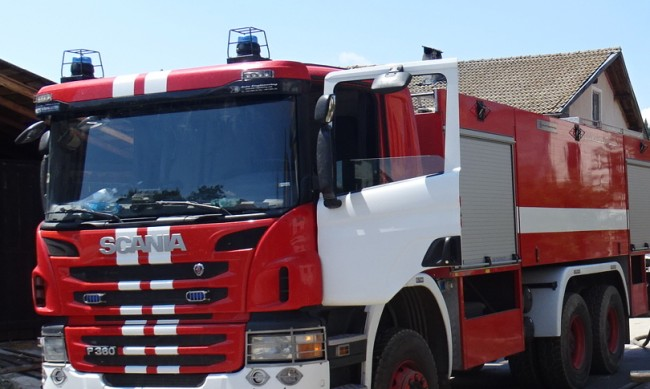 Пожар избухна в автосервиз в Плевен