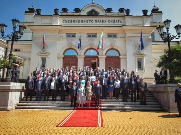 Председателят на 46-ото Народно събрание Ива Митева от ИТН удари