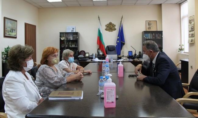 Кацаров: Има недостиг на професионалисти по здравни грижи