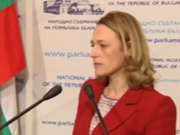 Председателят на НС Ива Митева обяви, че ще остане в