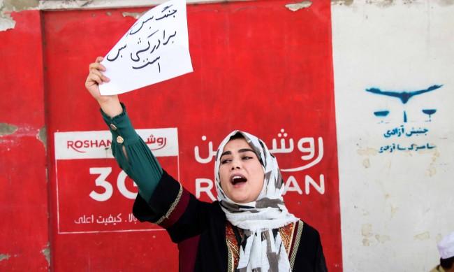 Отчаяна афганистанка: Не се страхувам от смъртта, просто искам да е бърза