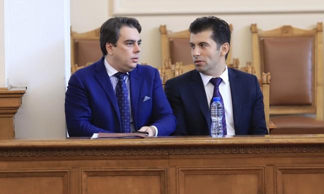 Откъде се появиха Петков и Василев в орбитата на Радев?