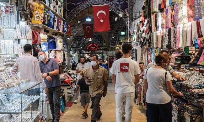 Над 28 000 са новите случаи на COVID за денонощие в Турция