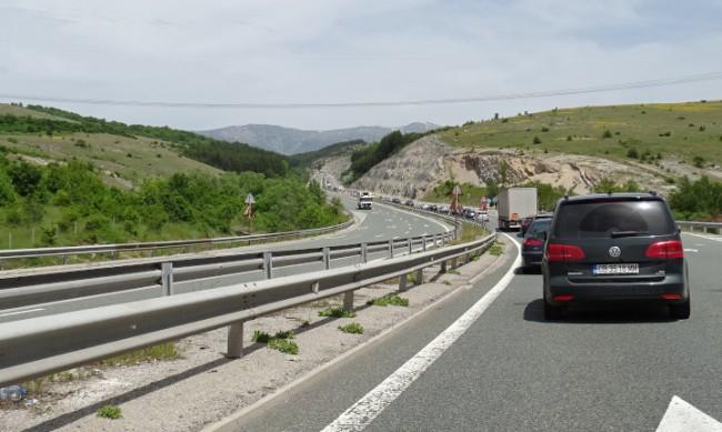 Пътят София - Перник все още е полузатворен