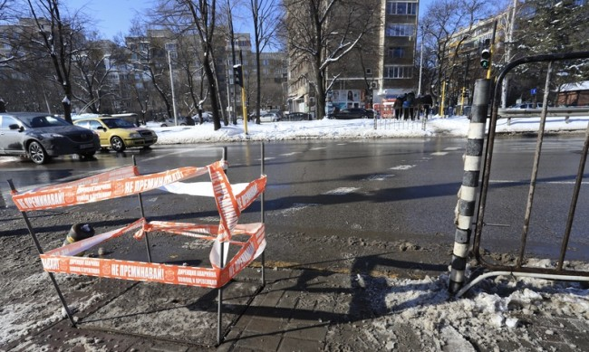 """Светофарът пред УМБАЛ """"Св. Иван Рилски"""" бил незаконен"""