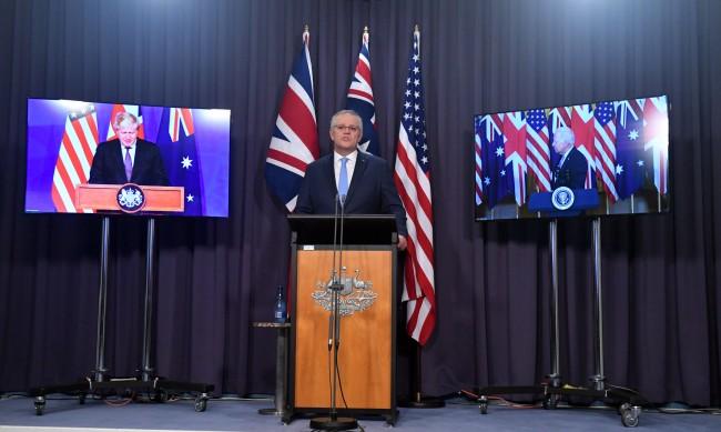 Франция извика посланиците си в САЩ и Австралия за консултации