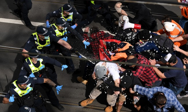 Протести срещу локдауна в Австралия, близо 270 арестувани