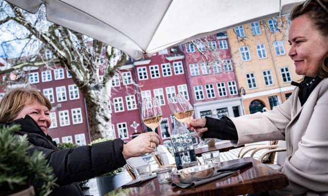 Защо Дания, Нидерландия и Швеция заживяха свободно от коронавируса?