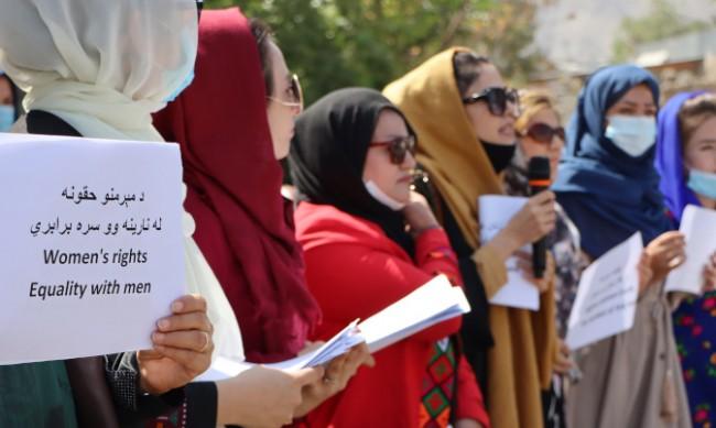 #DoNotTouchMyClothes: Жените в Афганистан срещу насилието