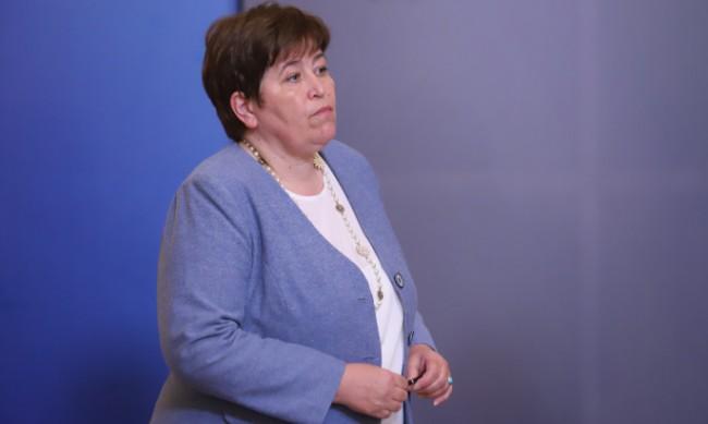 Министър Балтова: МЗ ще организира томбола за ваксинирани