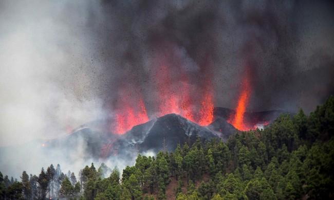 Вулкан изригна на остров Ла Палма, евакуират хора