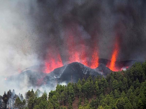 Вулкан изригна днес на остров Ла Палма, от архипелага Канарски