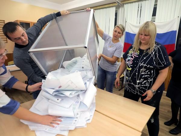 """Управляващата партия """"Единна Русия"""" печели 38,57 процента от гласовете на"""