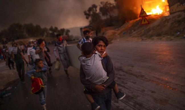 Пожар пламна в мигрантски лагер на остров Самос