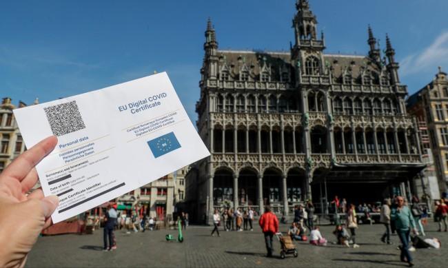 Белгийците одобряват задължителното ваксиниране срещу COVID